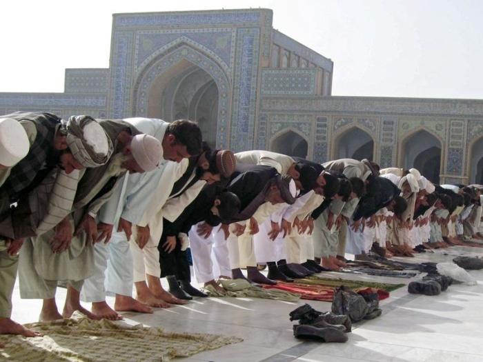 Можно ли молиться коллективно, если опоздали в мечеть?