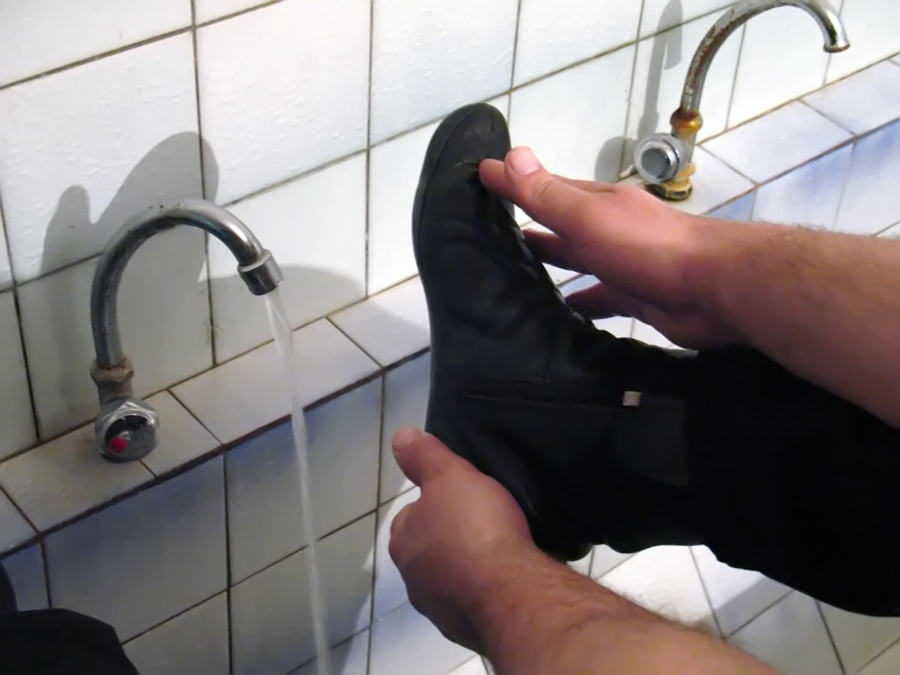 Об обтирании носков в Шафиитском мазхабе.