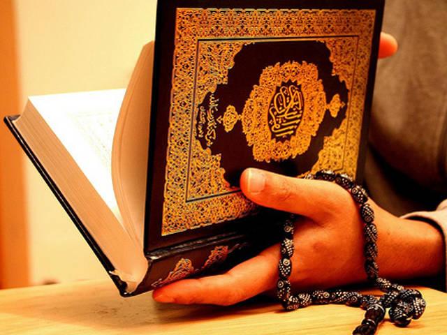Нужно ли прерывать чтение Корана когда слышишь азан?
