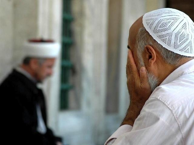 О протирании лица после молитвы у Шафиитов