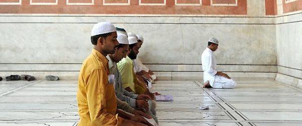 Хукм относительно второго джамаъата в мечети, в которой уже прочитали фарз.