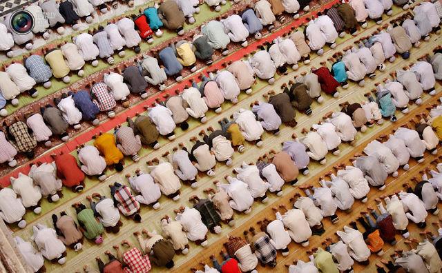 Как совершать намаз имаму, если молящиеся- разных мазхабов?