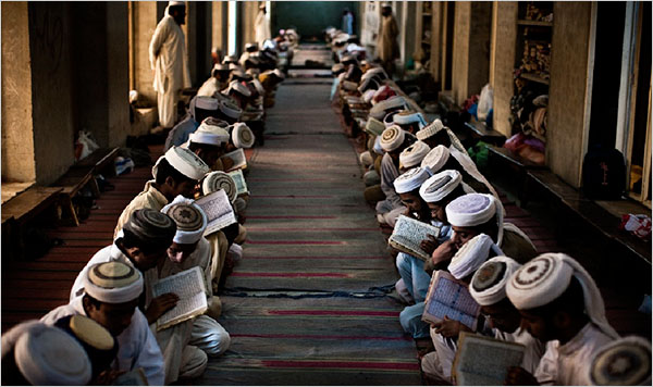 Саджда тилява (земной поклон при чтении Корана) – когда и как его совершают