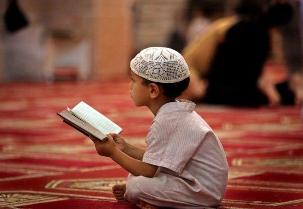 Обязательно ли обучать свою семью Исламу?
